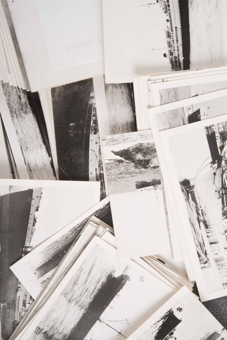 Lot important de photos tirages argentiques accompagnés de leur négatif : Le Mécanicien Moutte, le Mustapha II, la Marsa II, le Djemila, le Mahouba, le Man - soura, le Djebel Antar, le Moulouya, ... 2 boîtes contenant de nombreux clichés.