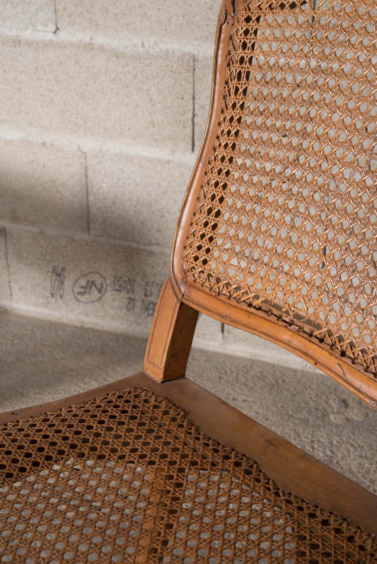 Suite de quatre chaises cann es en h tre moulur et sculpt for Chaise en hetre