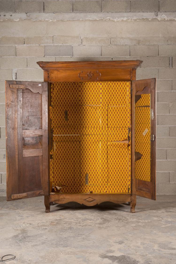 petite armoire rustique transition louis xv louis xvi en noy. Black Bedroom Furniture Sets. Home Design Ideas