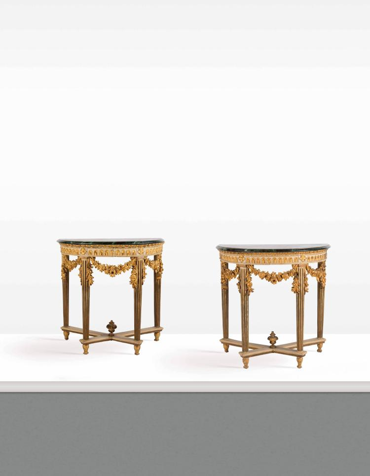 Paire de table console en bois peint et dore de forme demi for Table console en bois