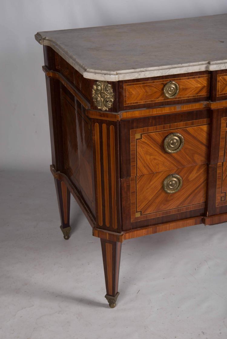 Commode en amarante et bois de rose plaque en ailes de papi - Commode en bois de rose ...
