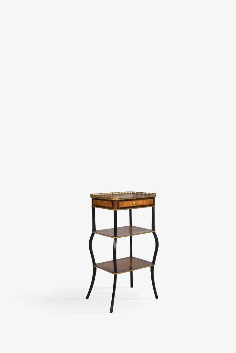 Petite table à trois plateaux en palissandre et bois de loup