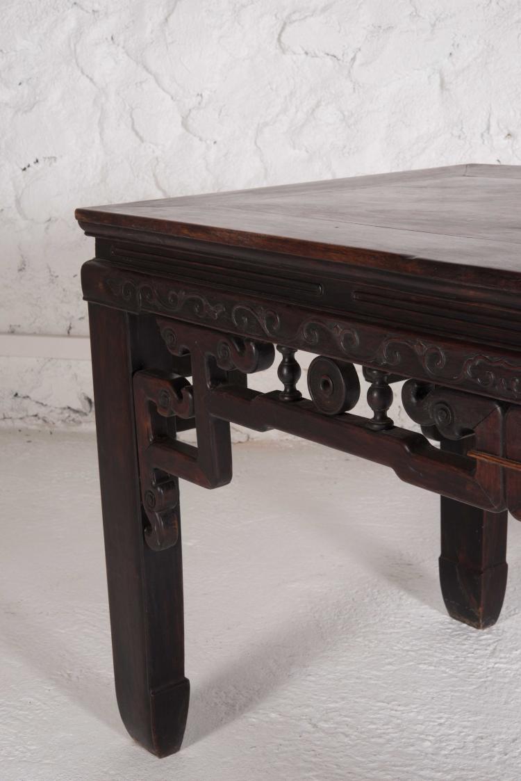 Table de plan rectangulaire en bois Chine La ceinture sculpt