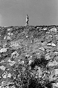 PIERRE JEAN AMAR (1947) Notre-Dame-de-la-Garde, 1984. Tirage argentique postérieur, signé, tampon du photographe au dos. 40 x 30 cm.