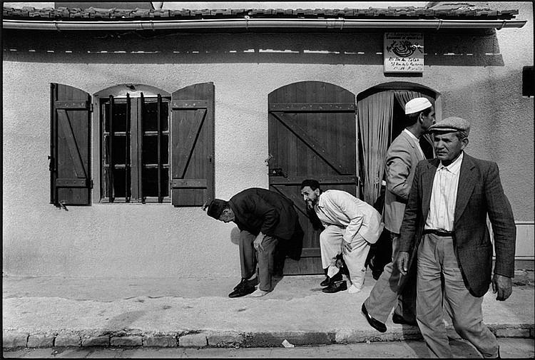 SERGE ASSIER (1946)  De la série L'Estaque, 1990.  Tirage argentique.  Signé et numéroté.  30 x 40 cm.  BIBLIOGRAPHIE :  Michel Butor, L'Estaque, 1991, image similaire  reproduite sous le numéro 51.
