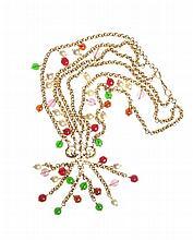 CHANEL - Sautoir en chainettes de métal doré, ornées de perles en pâte de verre rouge et verte et de perles nacrées.   Circa 2012.   Très bon état.