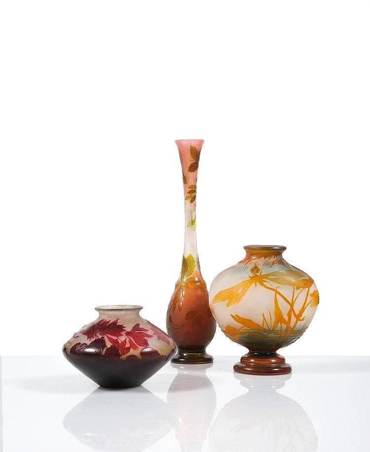 Gall vase de forme toupie en verre grav l 39 acide d cor for Decoration vase en verre