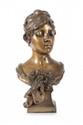 Eugène Marioton (1854-1933) Buste de femme au corsage. Sujet en bronze à patine médaille. Signé. H. : 48 cm.