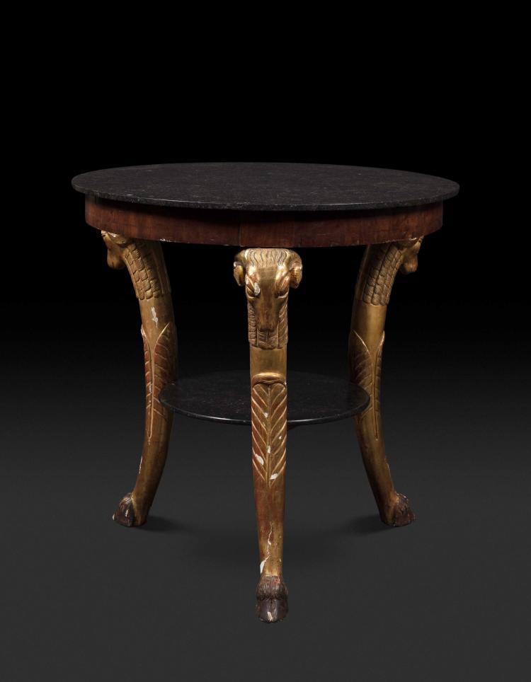 Table circulaire en acajou et bois doré, les montants en pro