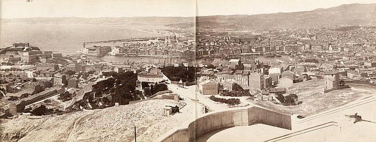 Jean GILETTA (1856-1933)Panorama de Marseille pris de Notre-Dame de Marseille,vers 1880.Tirage albuminé.21 x 52 cm.