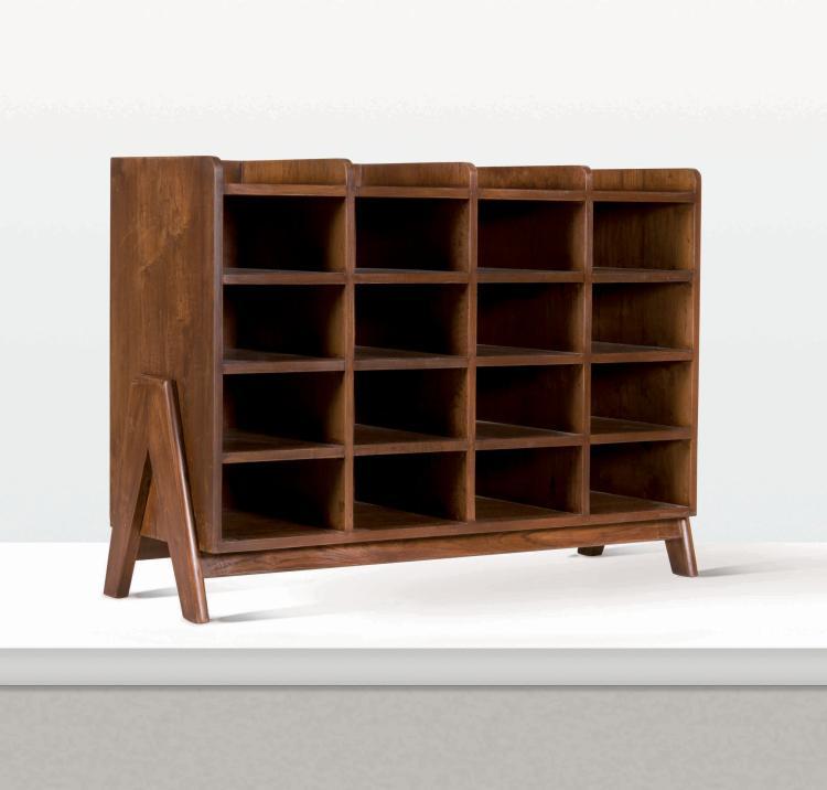 Pierre jeanneret 1896 1967 meuble de rangement for Meuble rangement vinyl