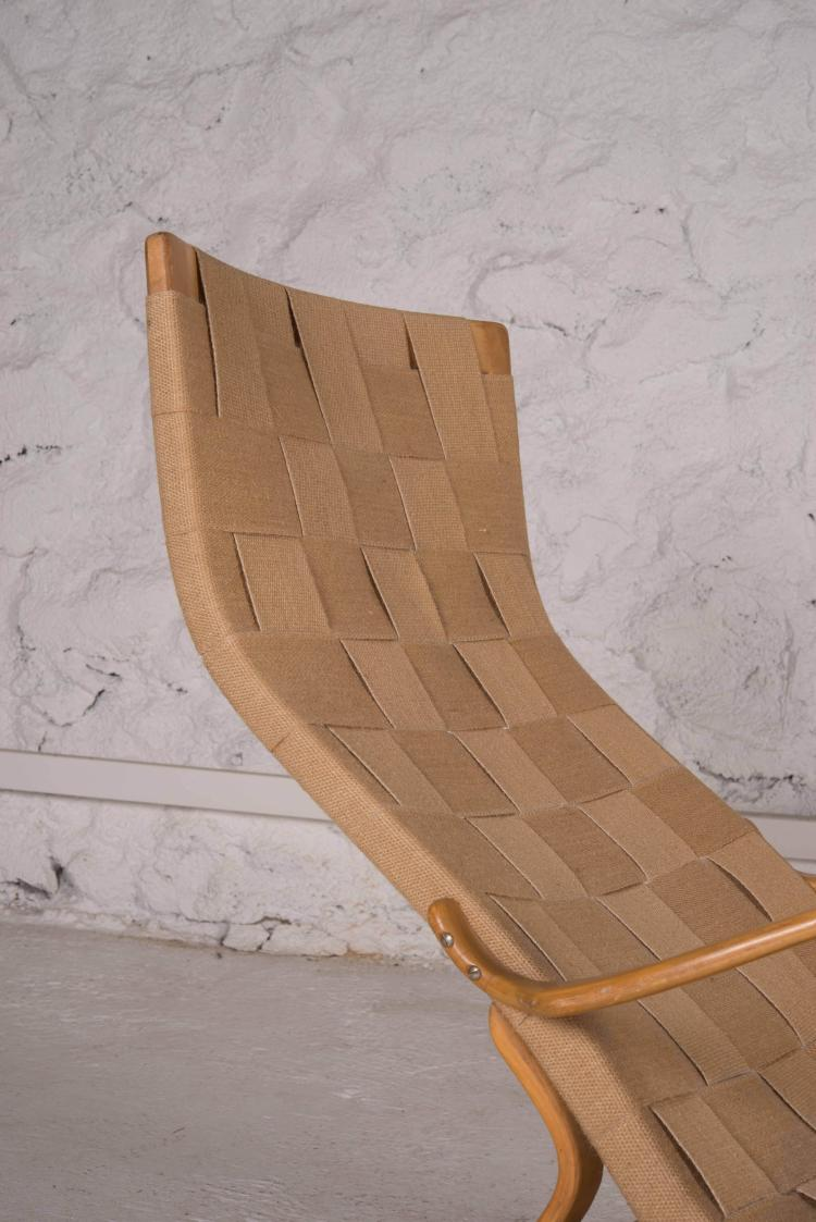 Bruno mathsson 1907 1988 chaise longue dite pernilla for Toile chaise longue