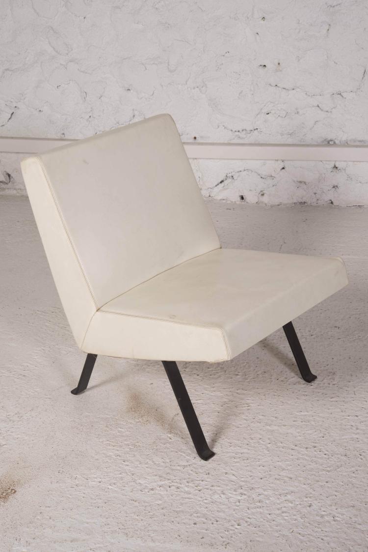 joseph andr motte 1925 2013 paire de fauteuils 740. Black Bedroom Furniture Sets. Home Design Ideas
