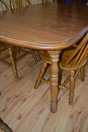 Cochrane Oak Dining Room Table and (6) Chairs (2) Leaves