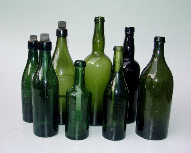 8 Flaschen, 1850-1900
