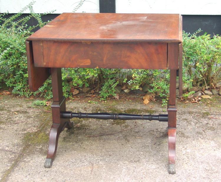 Kleiner Sofa-Tisch des Biedermeier, um 1840
