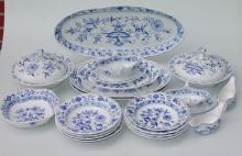 Königl. Meissen (Unterglasurblaue Marke, teilw.2,Wahl, nach 1945): Umfangreiches Konvolut Speisegeschirr, Zwiebelmuster