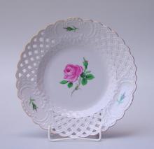 Königl. Meissen (Unterglasurblaue Marke, 2.Wahl, nach 1934): Durchbruch-Teller mit rosa Wildrose