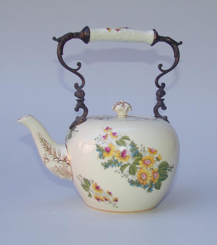 Teekanne mit Bronzemontierung