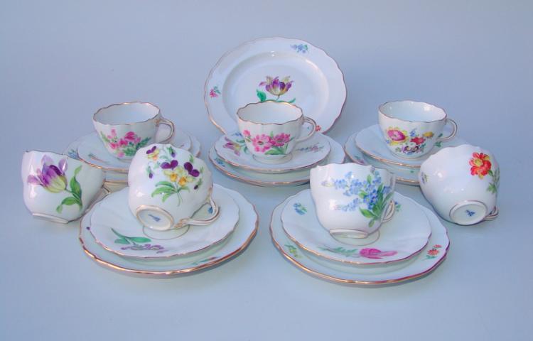 Königl. Meissen (Unterglasurblaue Marke, nach 1937, 2. Wahl): Kaffee-Geschirr für 5 Personen, deutsche Blume