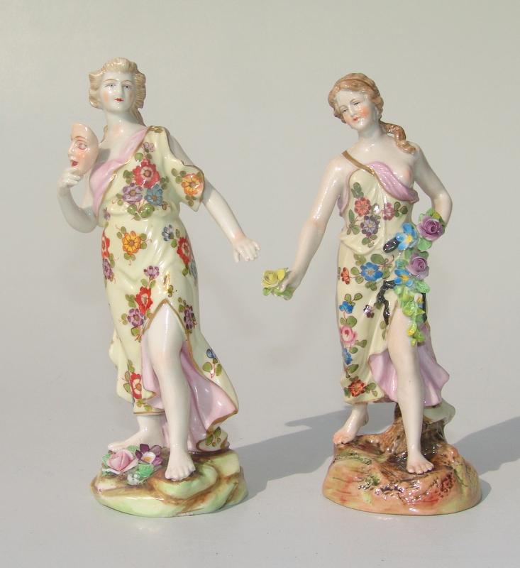 Aelteste Volkstedter Porzellanfabrik (immitierende Wiener Marke): 2 Figurienen, Allegorien um 1900