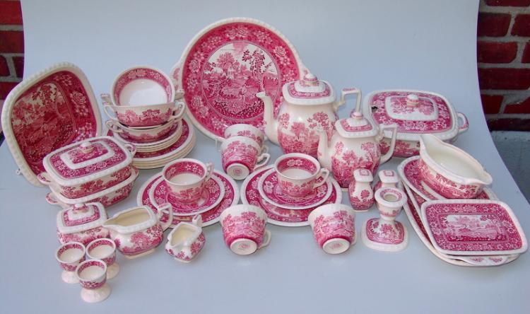Villeroy und Boch, Wallerfangen (Unterglasurstempel in Rot): umgangreiches Geschirr,