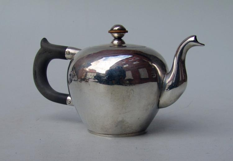 Handgetriebene Teeextraktkanne, Ende 18.Jhd.