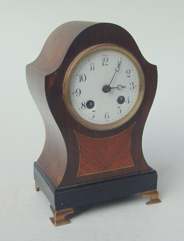 Lenzkirch Uhrenfabrik, Schwarzwald (vor 1929): Kleine Tischuhr im englischen Stil