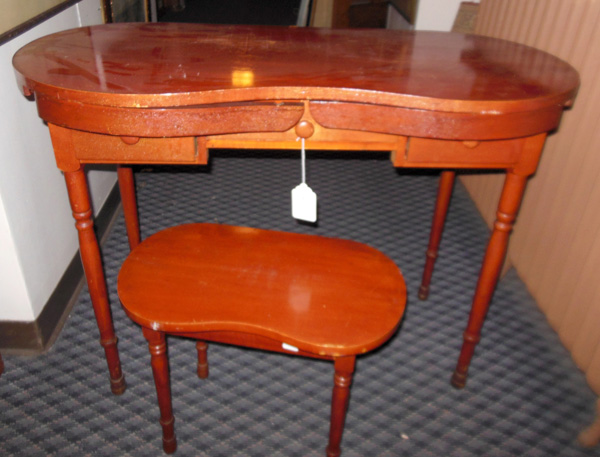 Genial KIDNEY SHAPED VANITY WITH BENCH   Complete With Pull Out Arms For A Skirt  And A