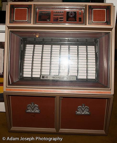 ROWE AMI MODEL R-88 JUKEBOX  200 Selection Stereo - Central