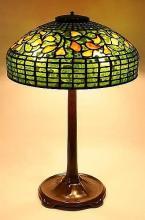 TIFFANY STUDIOS SWIRLING LEAF LEADED GLASS TABLE LAMP