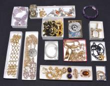 23+pc TRAY LOT OF ASSORTED COSTUME JEWELRY - Condition: Age appropriate wear; All items sold as is.