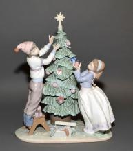 LLADRO ''TRIMMING THE TREE'' #5897 - Measures: 13''H x 10''W - Condition: Very good condition; All items sold as is.