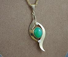 9ct yellow gold & jade pendant on 9ct gold chain
