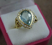 18ct yellow gold, aquamarine & diamond ring in a