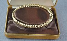 9ct yellow gold hinged bracelet Total weight 14.9