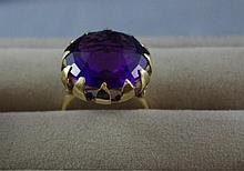 9ct yellow gold and amethyst ring Total ring
