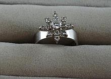18ct white gold and diamond ring Total weight