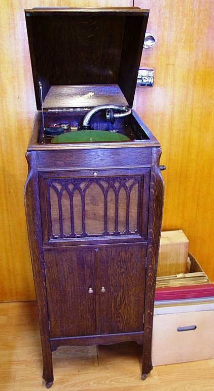 - Rexonola Cabinet Model 78 Gramophone And Box Of