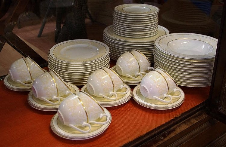 Villeroy u0026 Boch u0027Ivoireu0027 dinner set for 12 comprising of 12 each main & Villeroy u0026 Boch u0027Ivoireu0027 dinner set for 12 comprising of 12