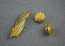 8ct yellow gold brooch and earring set total