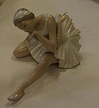 Lladro dancer Measure approximately 23 x 14 cm.