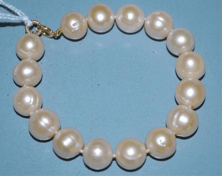 Pink pearl (12mm) bracelet with 9ct gold clasp