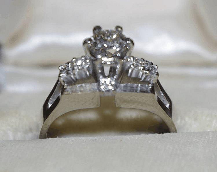 14ct white gold diamond ring Stamped 14K. The ring