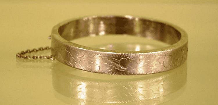 Thai silver bangle 6.8cm diameter approx, 22.4g