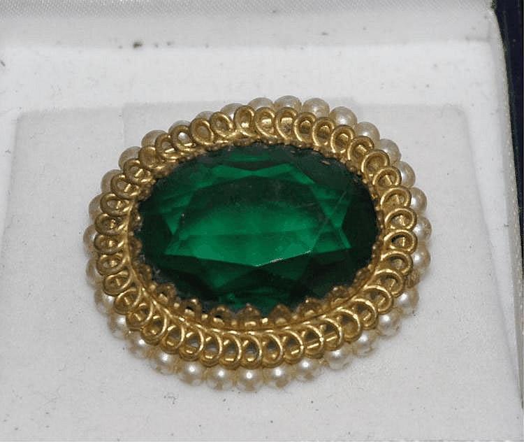 Vintage green stone & faux pearl brooch 3.7cm