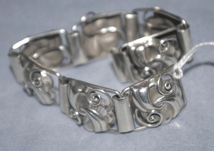 Sterling silver bracelet with flower form links