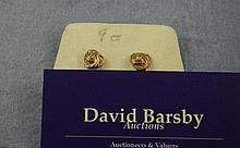 9ct yellow gold stud earrings approx 0.6 grams