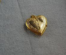 9ct yellow gold heart shaped locket total weight