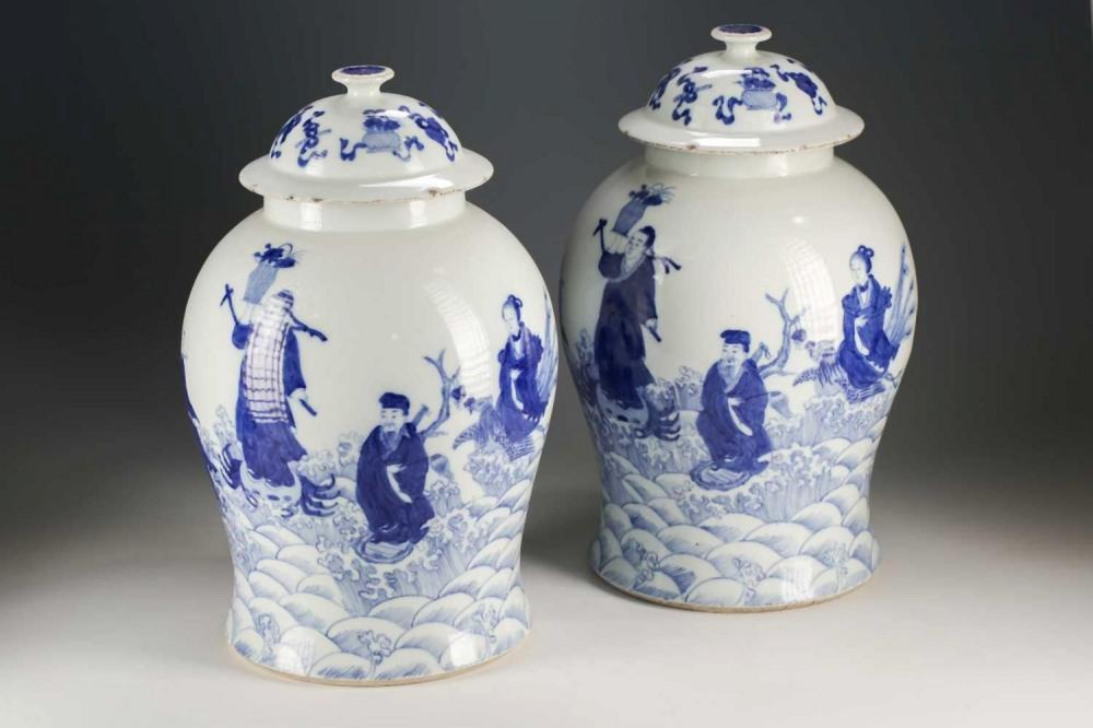 A pair of Chinese blue and white vases and covers, Qing, late 19t